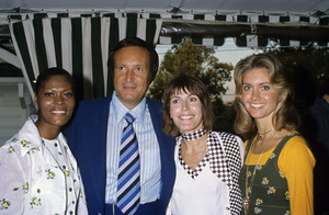 Dionne Warwick, Clive Davis, Helen Reddy and Olivia Newton-Johncirca 1970s© 1978 Gary Lewis - Image 24300_0021