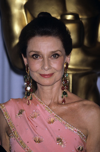 """""""The 58th Annual Academy Awards""""Audrey HepburnMarch 24, 1986© 1986 Gary Lewis - Image 24300_0241"""