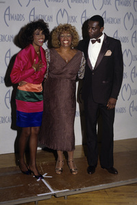 """15th Annual American Music Awards""Whitney Houston with her mother Cissy Houston and brother Gary GarlandJanuary 25, 1988© 1988 Gary Lewis - Image 24300_0308"