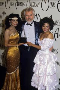 """The 12th Annual American Music Awards""La Toya Jackson, Kenny Rogers, Janet Jackson1985© 1985 Gary Lewis - Image 24300_0385"