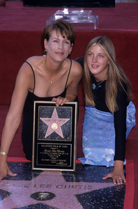 Jamie Lee Curtis receiving Hollywood Walk of Fame Star with daughter AnnieSeptember 1998© 1998 Gary Lewis - Image 24300_0476