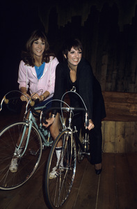 Kate Jackson and  Liza Minnellicirca 1980s© 1980 Gary Lewis - Image 24300_0525