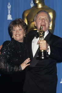 """Kathy Bates and Anthony Hopkins at """"The 64th Annual Academy Awards""""1992© 1992 Gary Lewis - Image 24300_0590"""