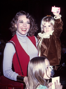 Natalie Wood with daughters Courtney Wagner and Natasha Gregson Wagnercirca 1977© 1978 Gary Lewis - Image 24300_0607