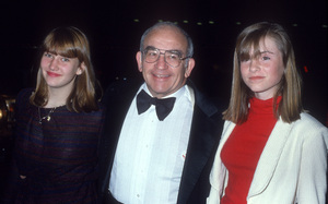 Ed Asner with his daughter, Katecirca 1980© 1980 Gary Lewis - Image 24300_0809