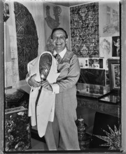 Warner LeRoy in his New York City office1997© 1997 Ken Shung - Image 24302_0041