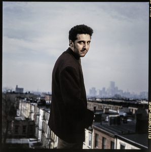 John Turturro photographed at his home in Brooklyn, New York 1990 © 1990 Ken Shung - Image 24302_0124