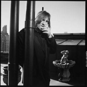 Gerard Depardieu photographed on the roof his hotel in New York City 1990 © 1990 Ken Shung - Image 24302_0134