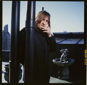 Gerard Depardieu photographed on the roof his hotel in New York City 1990 © 1990 Ken Shung - Image 24302_0135