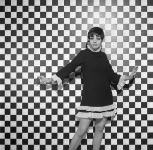 """Liza Minnelli in """"Charlie Bubbles""""1967** I.V. - Image 24322_0134"""