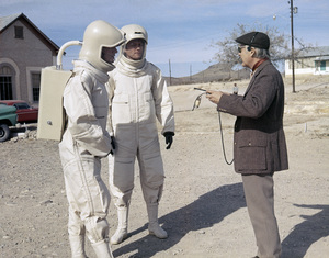 "Arthur Hill, James Olson, and director Robert Wise on the set of ""The Andromeda Strain""1971 Universal** I.V. / M.T. - Image 24322_0208"