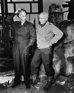 """Burgess Meredith and Ernie Pyle on the set of """"The Story of G.I. Joe""""1945 UA© 1978 Ned Scott Archive - Image 24327_0048"""