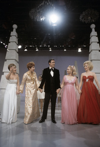 """Jim Nabors Special""Carol Burnett, Mary Costa, Vikki Carr, Jim Nabors, Debbie Reynolds1968© 1978 Richard R. Hewett - Image 24328_0084"