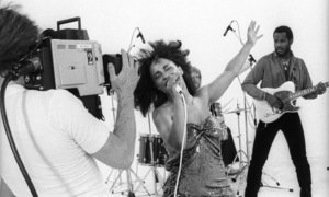 """Rufus and Chaka Khan during the making of two music videos for the album """"Masterjam"""" 1979 © 1979 Bobby Holland - Image 24331_0245"""