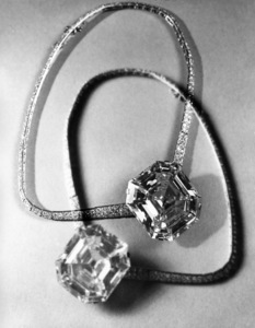 The Jonker diamond (Harry Winston)1950© 1978 Wynn Hammer - Image 24344_0020