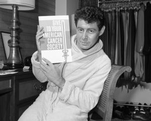 Eddie Fisher in his Americana Hotel suite1963© 1978 Barry Kramer - Image 24354_0011