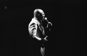 Isaac Hayes performing at the Westbury Music Fair in New York1976© 1978 Barry Kramer - Image 24354_0034
