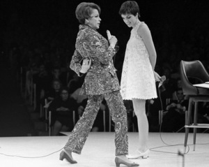 Judy Garland and Liza Minnelli performing at Westbury Music Fair in New York 1967 © 1978 Barry Kramer - Image 24354_0206