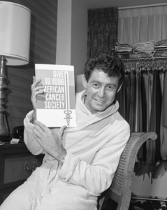 Eddie Fisher in his Americana Hotel suite1963© 1978 Barry Kramer - Image 24354_0235