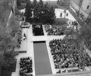 Opening Ceremonies of the 25th Anniversary of the Museum of Modern Art, looking down into the garden toward platformOctober 19,1954© 1978 Barry Kramer - Image 24354_0279