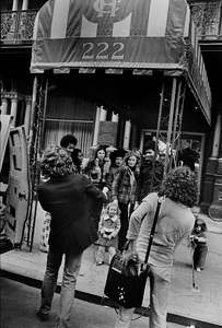 Viva Hoffmann and daughter Gaby in front of the Chelsea Hotel in New York Citycirca 1970s© 1978 Peter Angelo Simon - Image 24364_0047