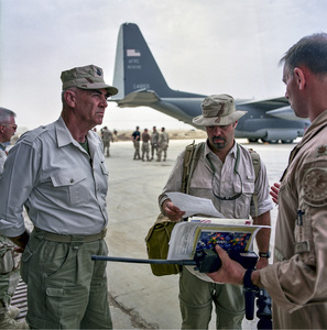 """R. Lee Ermey in Iraq filming the television show """"Mail Call""""2003© 2003 Viktor Hancock - Image 24366_0155"""