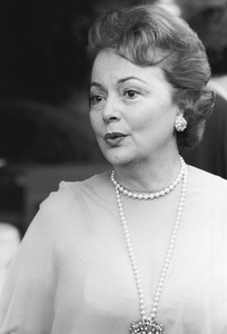 Olivia de Havilland in Beverly Hills1977© 1978 Steve Banks - Image 24377_0090