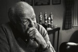 Joseph Ruttenberg at his Beverly Hills home 1983© 1983 Steve Banks - Image 24377_0115