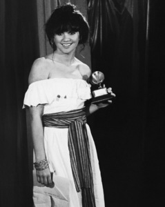 """Linda Ronstadt at """"The 19th Annual Grammy Awards"""" 02-19-1977© 1978 Steve Banks - Image 24377_0486"""