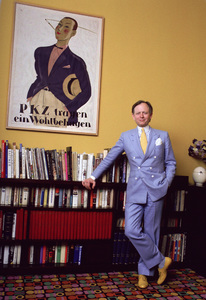 Author Tom Wolfe photographed in his uper-eastside townhouse 1981© 1981 Michael Mella - Image 24382_0004
