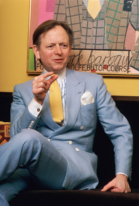 Author Tom Wolfe photographed in his uper-eastside townhouse 1981© 1981 Michael Mella - Image 24382_0005