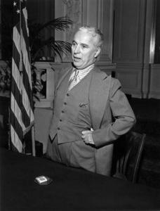 """""""Monsieur Verdoux""""Charles Chaplin1947** I.V. - Image 24383_0053"""