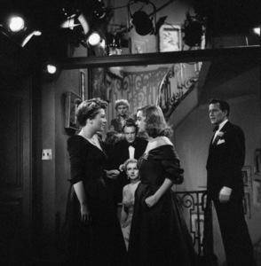 """""""All About Eve""""Anne Baxter, Marilyn Monroe, George Sanders, Celeste Holm, Bette Davis, Hugh Marlowe1950** I.V. - Image 24383_0185"""