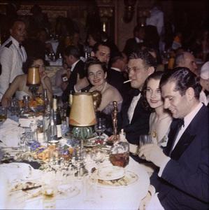 Olivia de Havilland, David O. Selznick, Vivien Leigh and Laurence Olivier at the Academy Awards1940** I.V. - Image 24383_0234