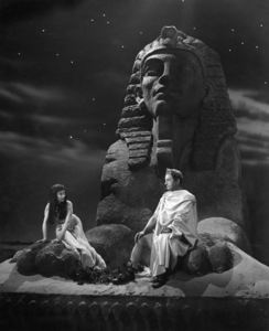 """""""Caesar and Cleopatra""""Vivien Leigh, Claude Rains1945** I.V. - Image 24383_0262"""