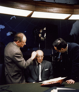 """Dr. Strangelove or: How I Learned to Stop Worrying and Love the Bomb""Peter Sellers, director Stanley Kubrick1964** I.V. - Image 24383_0277"