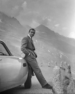 """""""Goldfinger"""" Sean Connery and his Aston Martin DB 5 1964 ** I.V. - Image 24383_0354"""