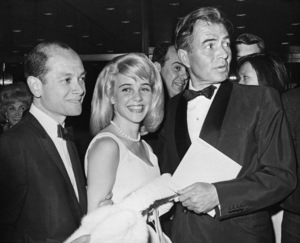 "James B. Harris, Sue Lyon and James Mason at the premiere of ""Lolita""1962** I.V. - Image 24383_0413"