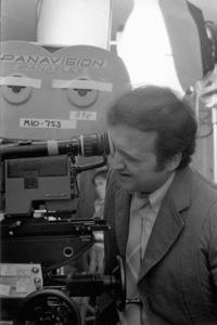 """John Belushi in """"Continental Divide""""1981** I.V. - Image 24383_0551"""