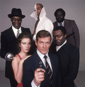 """Live and Let Die""Julius Harris, Geoffrey Holder, Jane Seymour, Roger Moore, Yaphet Kotto, Earl Jolly Brown1973** I.V.C. - Image 24383_0725"