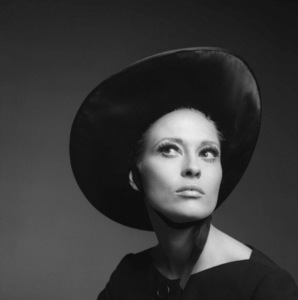 """The Thomas Crown Affair""Faye Dunaway1968** I.V.C. - Image 24383_0727"