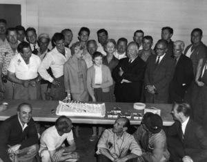 """The Birds""Rod Taylor, Tippi Hedren, Veronica Cartwright, Jessica Tandy, director Alfred Hitchcock1963** I.V. - Image 24383_0841"