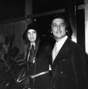 """Ali MacGraw and Robert Evans attend the 75th birthday party for Ruth Gordon at a screening of """"Harold and Maude""""1971** B.D.M. - Image 24384_0103"""