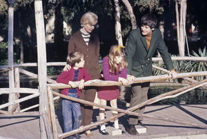 Henry Darrow and his wife, Louise DePuy, and their two children, DeeDee (Denise) and Tomcirca 1960s© 1978 Chester Maydole** J.C.C. - Image 24385_0090
