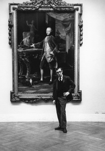 Woody Allen at the Metropolitan Museum of Art in New York City1963© 1978 Ruth Orkin - Image 24388_0016