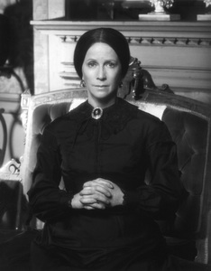 """Julie Harris in """"The Last of Mrs. Lincoln""""1976 © 1978 John Engstead - Image 2453_0003"""