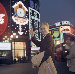 Van Johnson in Londoncirca 1950s © 1978 Paul Hesse - Image 2528_0109