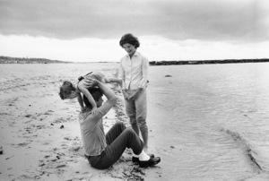 Caroline Kennedy, Jacqueline Kennedy and John F. Kennedy at Hyannis1959 © 2000 Mark Shaw - Image 2554_0056