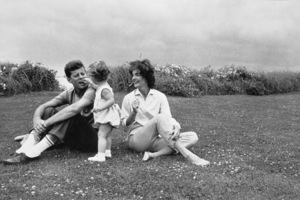 John F. Kennedy, Caroline Kennedy and Jacqueline Kennedy at Hyannis1959 © 2000 Mark Shaw - Image 2554_0058