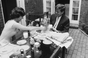 Jacqueline Kennedy, Caroline Kennedy and John F. Kennedy at Georgetown 1959 © 2000 Mark Shaw - Image 2554_0061